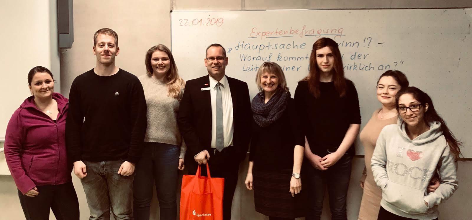 die Studierenden der H3 mit Herrn Thomas Vahland